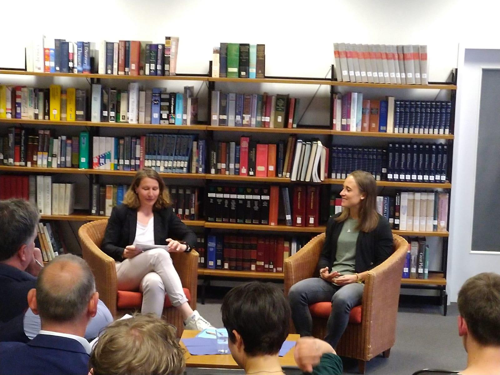 Kathrin Lehmann im Gespräch mit Gina Lewandowski beim Deutsch Amerikanischen Institut